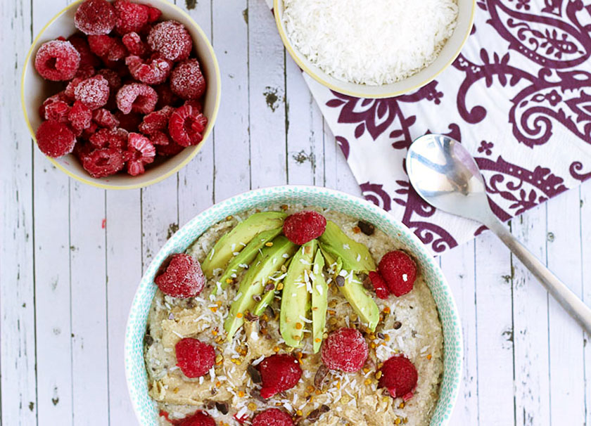 Raw Buckwheat & Avocado Porridge - such a simple and creamy breakfast! #raw #buckwheat