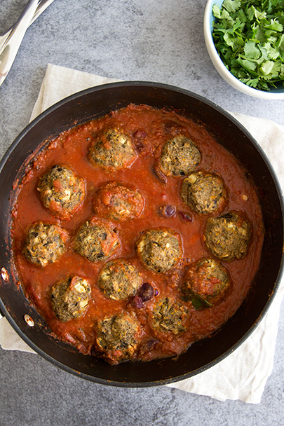 "AUBERGINE (EGGPLANT) VEGETARIAN ""MEATBALLS"" - so delicious and meaty, I love this with some quinoa, brown rice, or pasta! www.sprinkleofgreen.com @teffyperk"