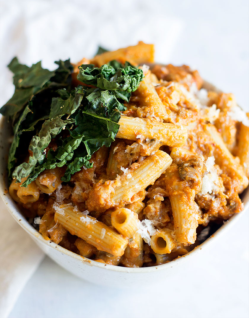 Fall Pumpkin Bolognese Pasta with Crispy Kale | made with beef, mushrooms, and pumpkin, this is a healthy and quick dinner that is not to be missed. Perfect for those fall nights to enjoy a bowl of bolognese pasta!