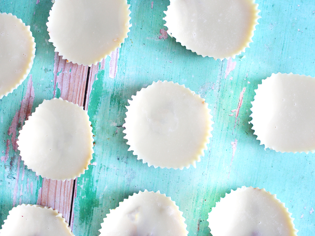 White Chocolate Almond Butter Cups - they're sugar free, vegan and paleo!